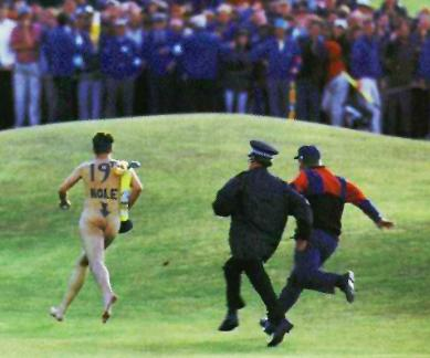 Streaker-on-the-golf-course-funny-pictures